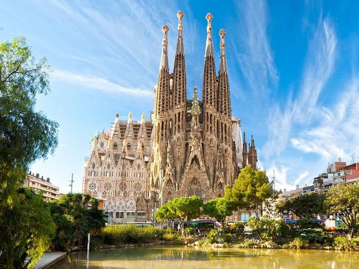 Церковь Святого Семейства в Испании