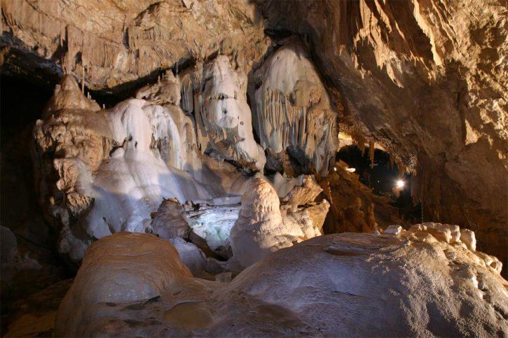 Геликтовый грот (Абхазия)