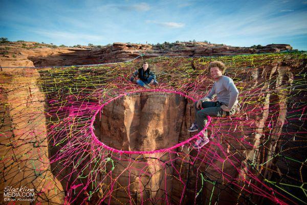Инсталляция в пустыне Мохаве от знаменитого Энди Льюиса