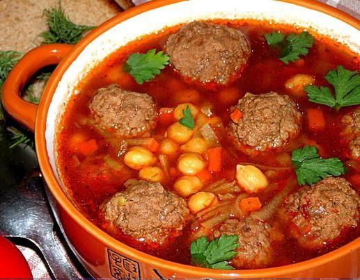 5. Томатный суп с мясными фрикадельками и нутом