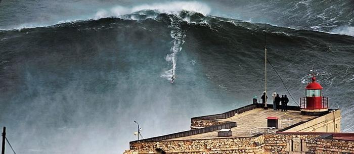 Серфер покорил самую большую волну в мире