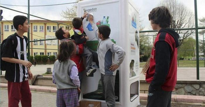 Автомат, который сам кормит бездомных животных