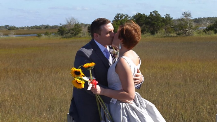 Жених увидел наряд своей невесты и обомлел от шока