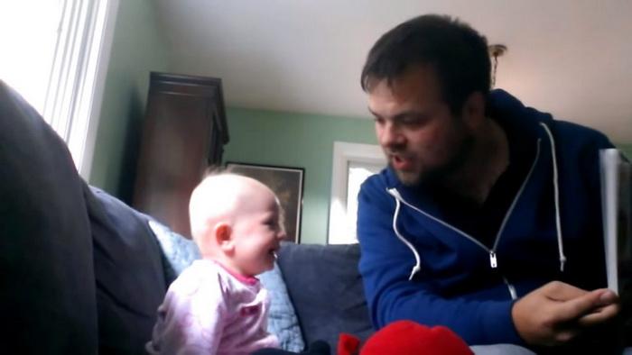Малышка обожает проводить время с дядей