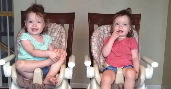 Посмотрите, что вытворяют эти близняшки под музыку