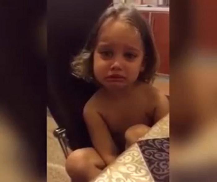 Девочка плачет, что её папа некрасивый и не король, а просто Валера